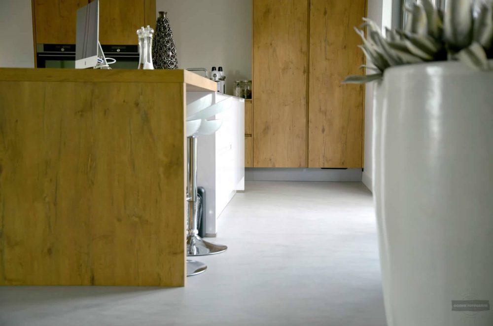 Betonlook vloer van een keuken